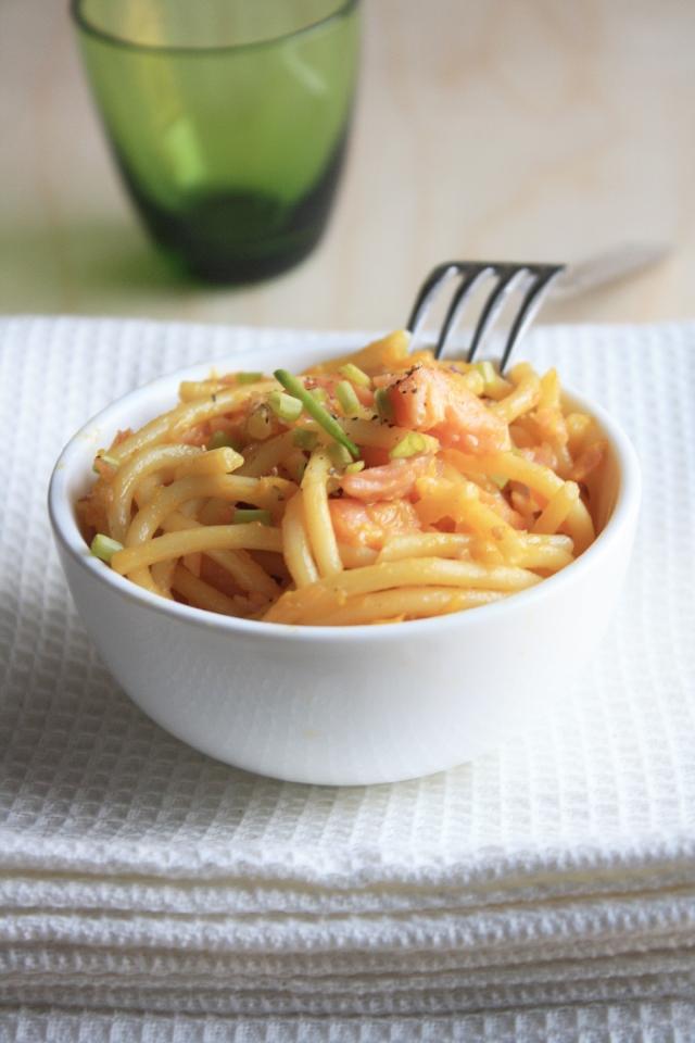 spaghetti carbonara salmone