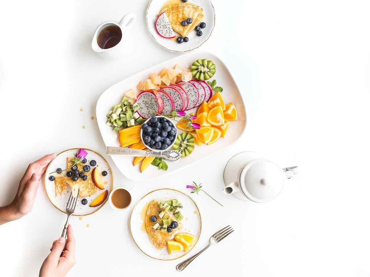 Colazione ricca e cena povera per favorire la termogenesi