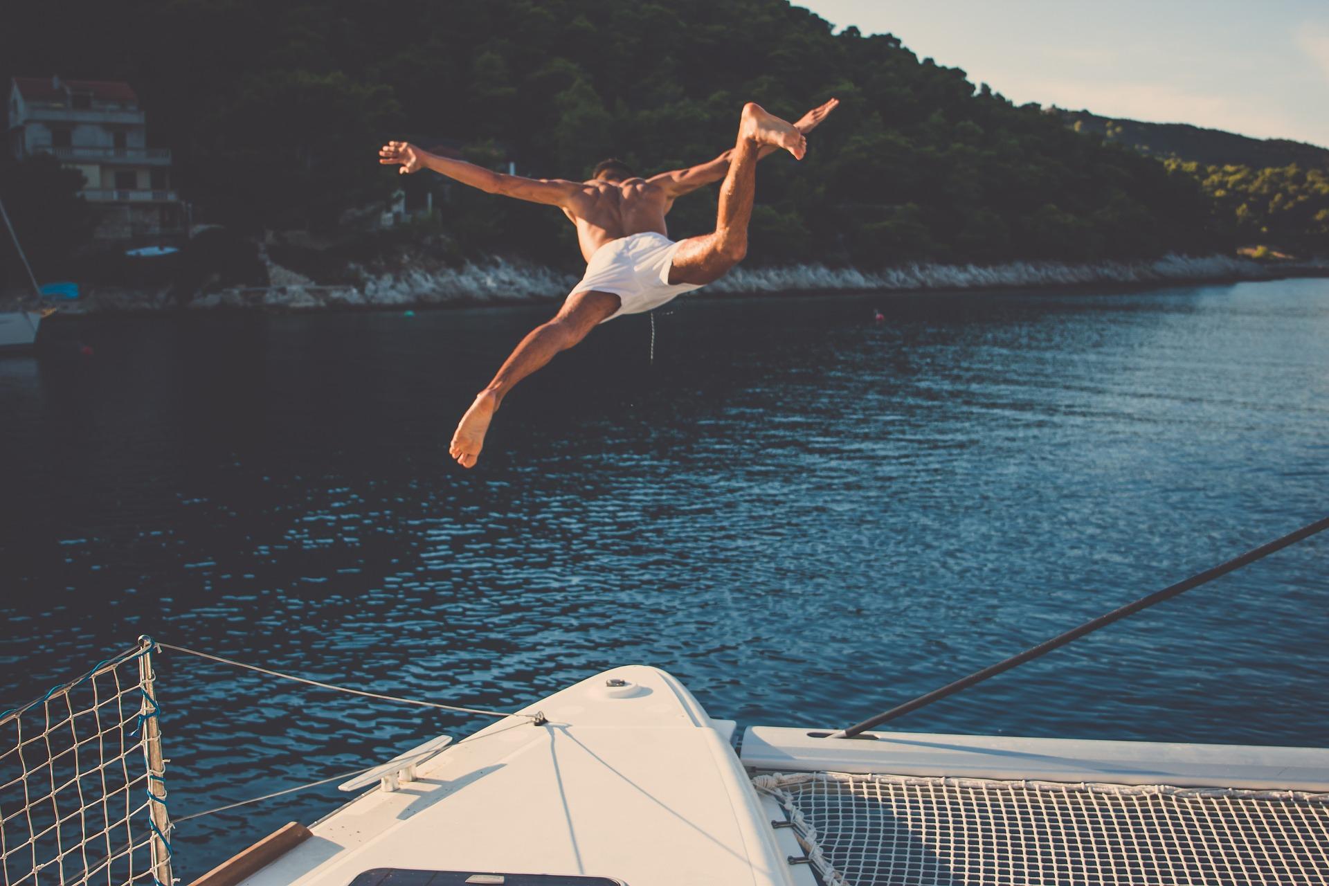 Addio al nubilato o al celibato, in barca è più divertente